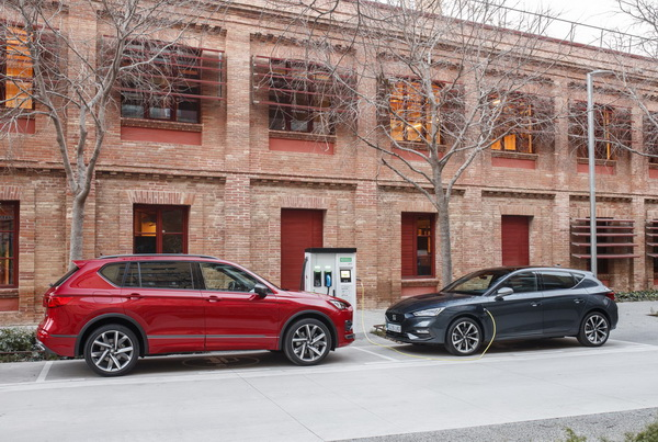 Home - Two of SEAT hybrids lowres