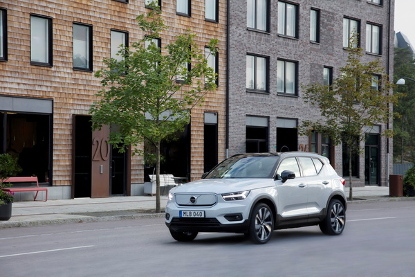 Home - 285734 Volvo XC40 Recharge P8 AWD in Glacier Silver